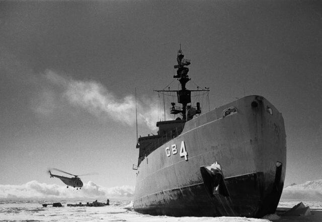 USS Glacier, 35 Kilometer vor Marble Point, 1958