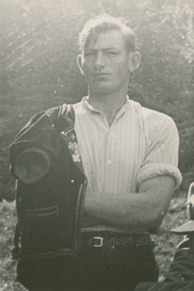 Schwinger in Tracht, um 1942