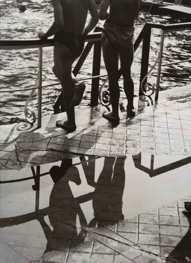 In der Badeanstalt, um 1932