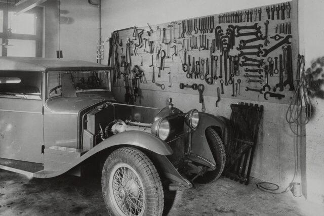 Autoreparaturwerkstätte, um 1932