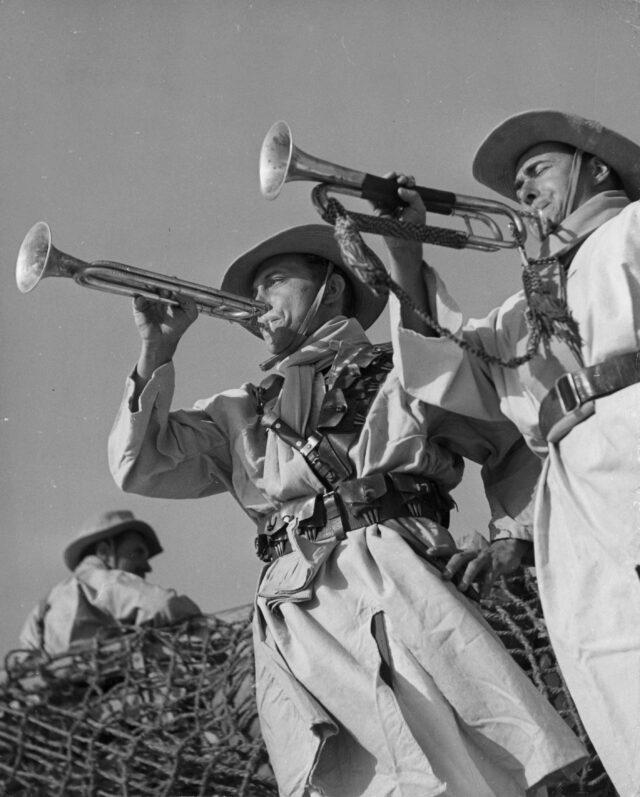 Französische Fremdenlegionäre von Fort Leclerc während des Fête de Camerone in Sebah, Libyen, 1952