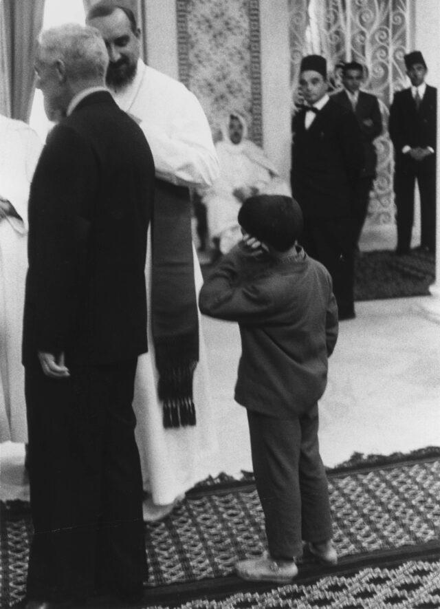 Knabe im Palast des Präsidenten Bourgiba, Tunis, 1958/59