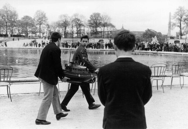 """""""Mini-flotte"""", Wettberwerb der Modellschiffbauer, Jardin du Luxembourg, Paris, 1960er Jahre"""
