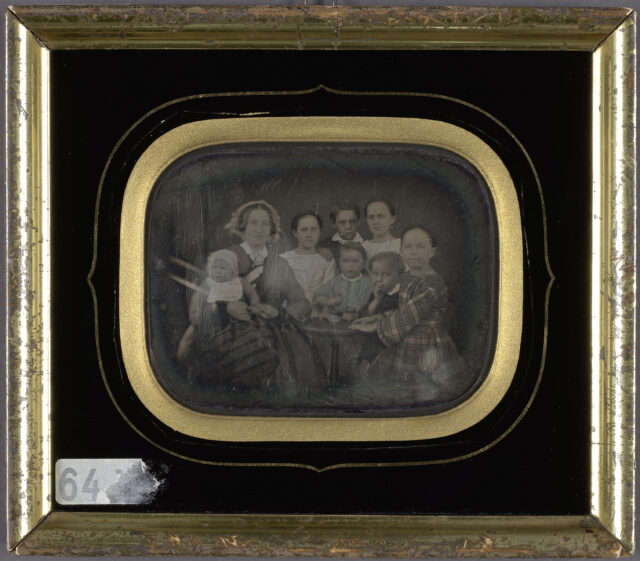 Mutter mit ihren sieben Kindern, ca. 1840-1860