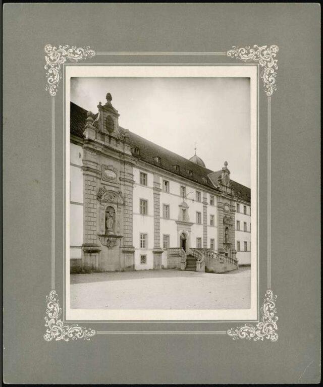 Eingang zur Stiftsschule Einsiedeln