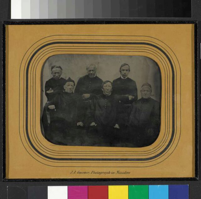 P. Konrad Stöcklin, Sigismund Keller (?), Stephan Gmür, sitzend: P. Damian Inglin, P. Michael Dossenbach und zwei unidentifizierte Patres
