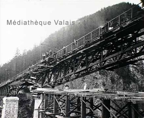 [Ouvriers sur un pont en construction, Zermatt]