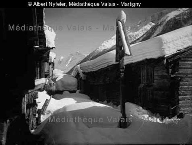 [Dorfpartie im Winter, Kippel Lötschental]