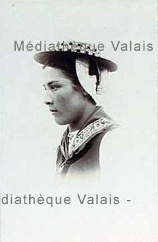 [Portrait d'une femme du Val d'Hérens]