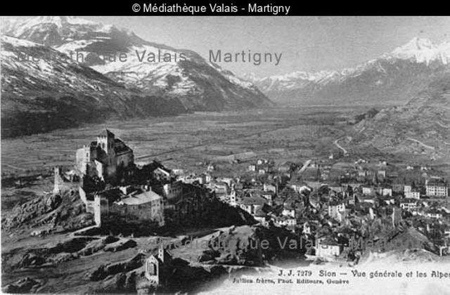 Sion - vue générale et les Alpes