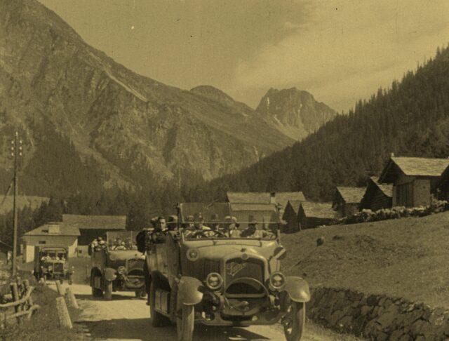 Alpenfahrten in der Schweiz - Reisebilder in 3 Teilen - 1. Teil / Excursions en automobiles dans les alpes suisses - Tableaux de voyages en 3 parties - première partie