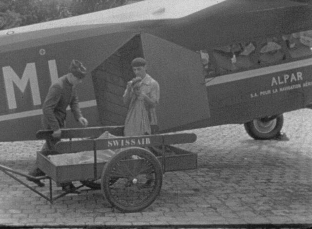 Ein Brief fliegt durch die Luft / Le voyage aérien d'un lettre / Il viaggio aereo d'una lettera