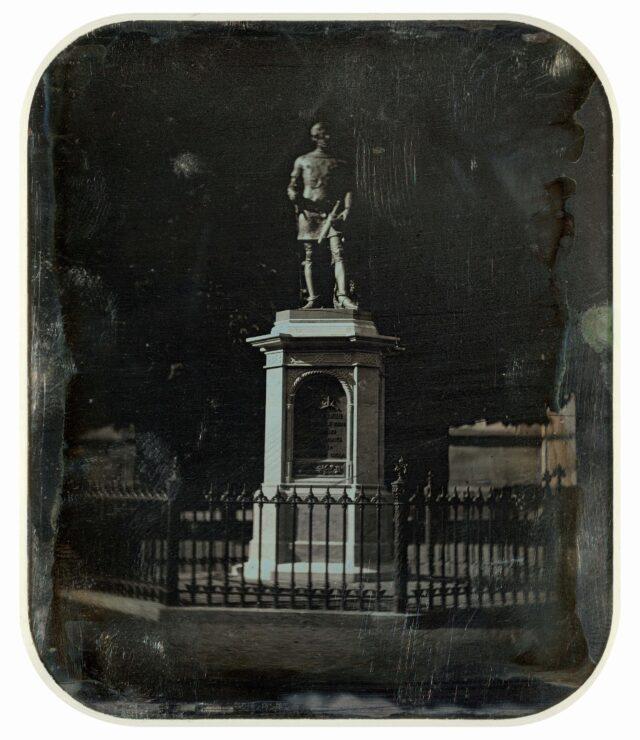 Monument au duc Berchthold V von Zähringen (?-1218), fondateur de la ville de Berne. [Vue inversée]
