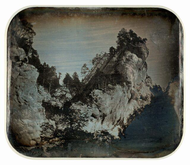 Roches calcaires entre Moutier et Roches. [Vue inversée]