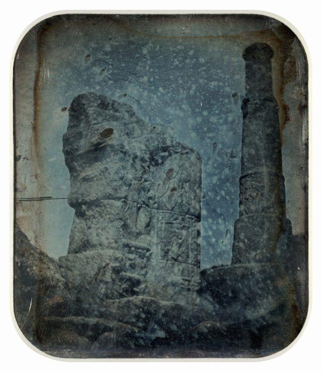Vestiges archéologiques provenant des anciens thermes de Mont-Dore, Auverne. [Vue inversée]
