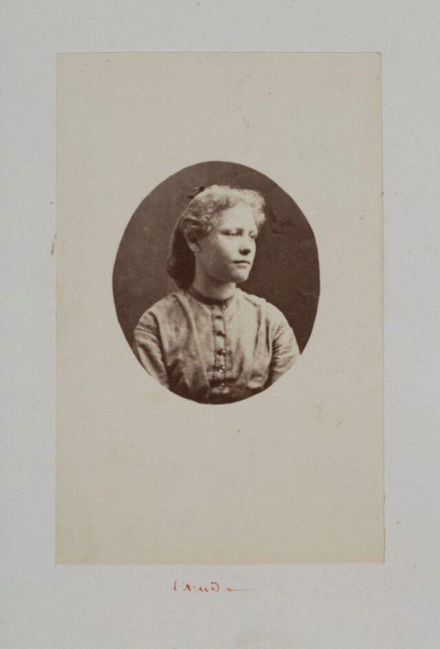 portrait, femme, robe (P.2.D.2.10.10.008)