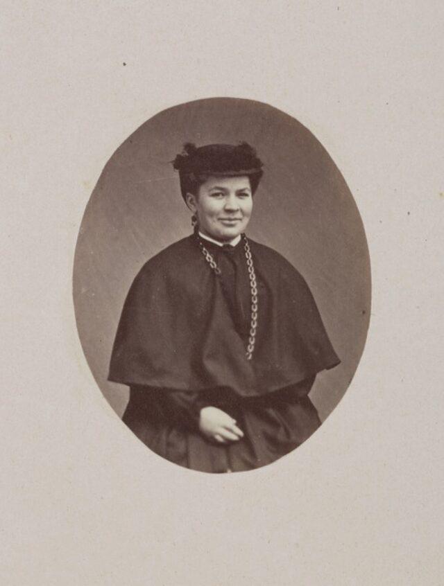 portrait, femme, robe (P.2.D.2.10.64.006)