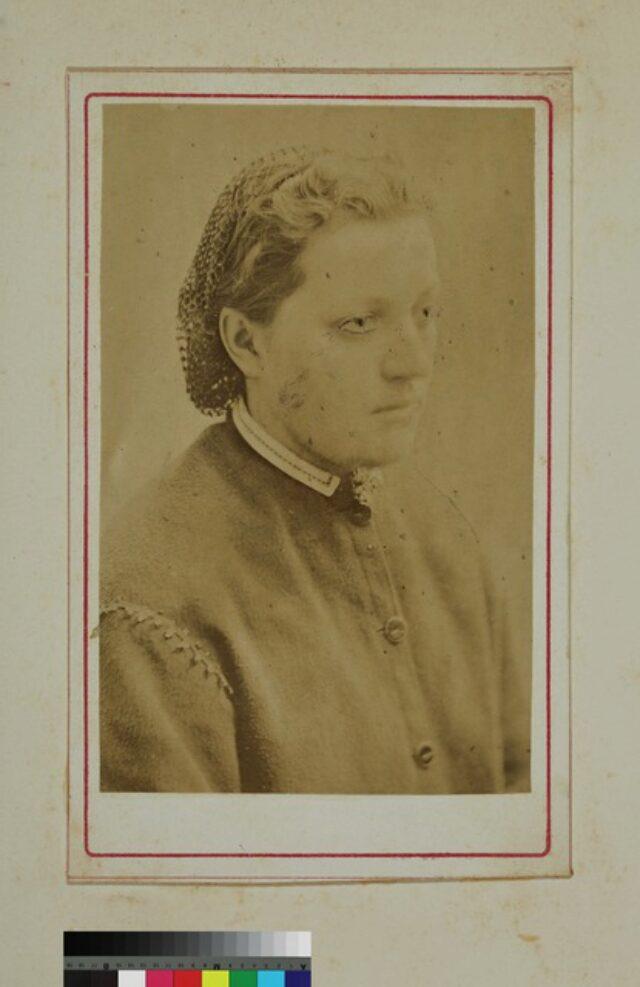 portrait, femme, robe (P.2.D.2.09.84.001)