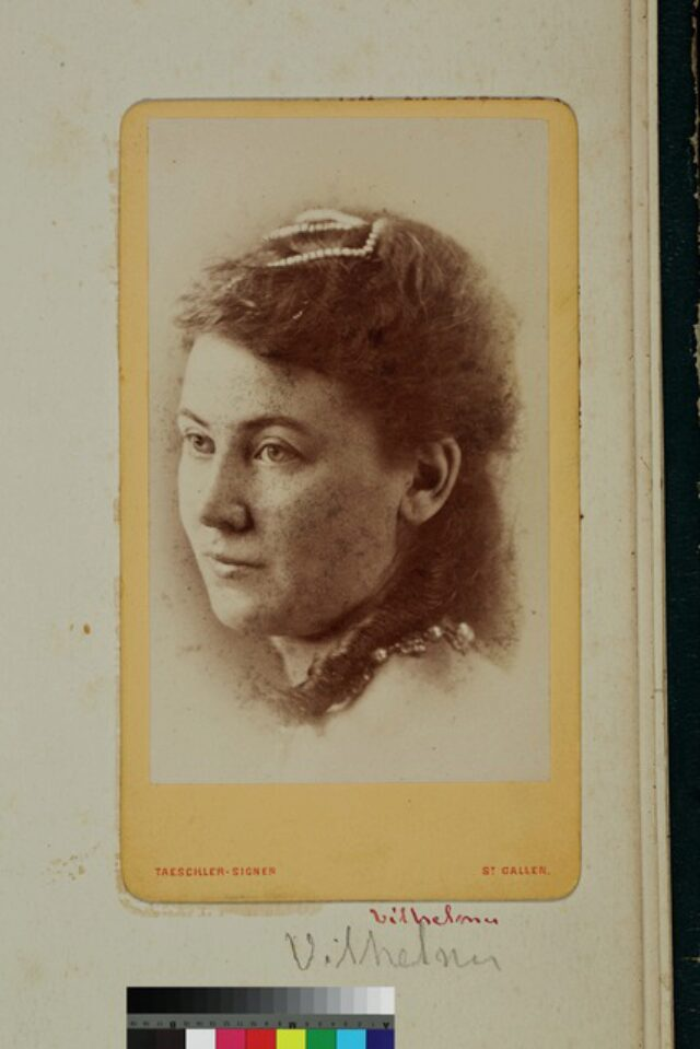 portrait, femme, collier (P.2.D.2.09.86.006)