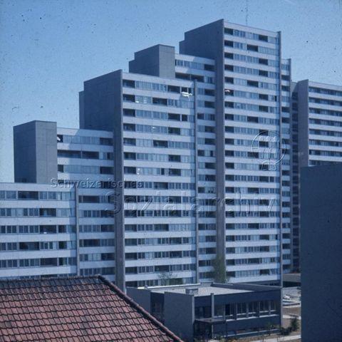 """""""Freizeitanlagen, Gemeinschaftszentren: Aargau"""" - Blick aufs Telli Quartier in Aarau; um 1980"""