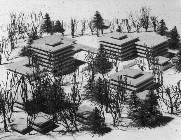 """""""Freizeitanlagen, Gemeinschaftszentren: Modell Riesbach-Bodmergut, Zürich"""" - Modell der mehrstöckigen Gebäude zwischen Bäumen; um 1960"""
