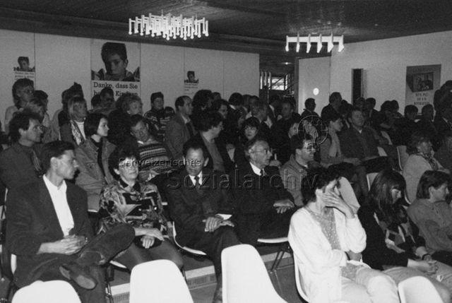 Veranstaltung - Besucherinnen und Besucher; um 1995