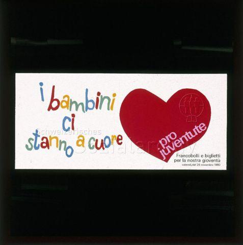 "Diaserie von Kinodias der Pro Juventute; ""i bambini ci stanno a cuore - pro juventute - valevoli dal 26 novembre 1981""; rotes Herz und farbiger Schriftzug; 1981"