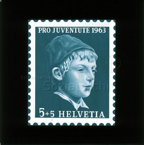 """Diaserie von Kinodias, """"alten Dias"""" und Karten der Pro Juventute; """"Pro Juventute 1963 Helvetia 5 +5""""; Briefmarke mit Poträt eines Jungen; 1963"""