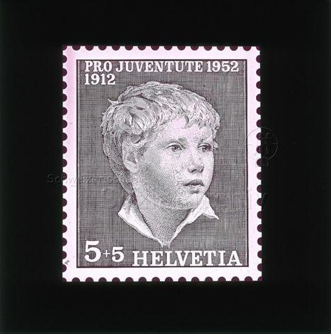 """Diaserie Briefmarken; """"Helvetia 5 +5, Pro Juventute 1952, 1912""""; Zeichnung: Porträt eines Jungen; 1957"""