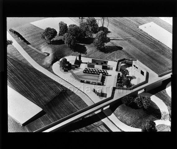"""Diaserie zu Spielplätzen in Zürich; """"Verkehrsunterricht Bucheggplatz"""" - Modellfoto; Spielplatz Buchegg; um 1960"""